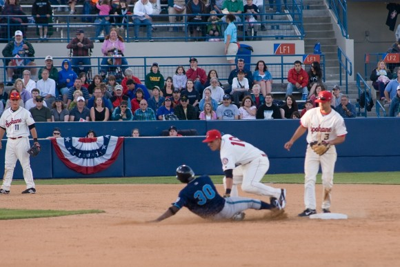 Spokane_Indians_tag_out
